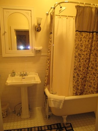 1840 Inn on the Main Bed and Breakfast : Clements Bath