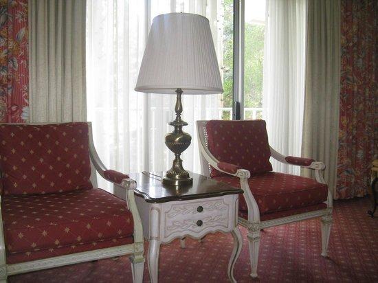 Little America Hotel Flagstaff: Window side of a regular room