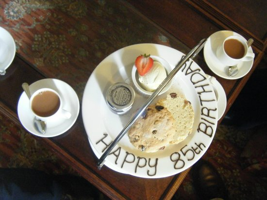 Bridge Hotel: Birthday tea