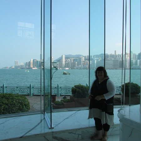 Harbour Grand Kowloon: Beautiful foyer with views of Harbour