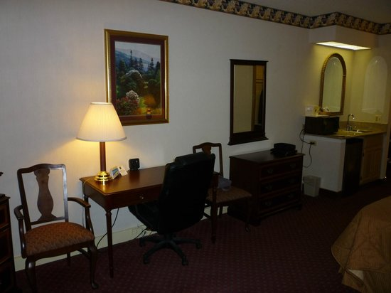 Baymont Inn & Suites Mundelein Libertyville Area : Attractive furniture