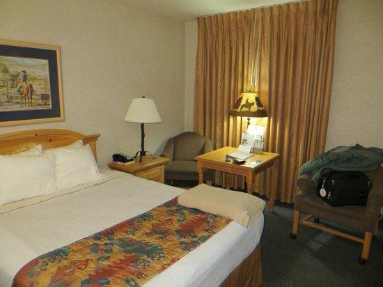 BEST WESTERN PLUS Frontier Motel: Queen room, facing pool