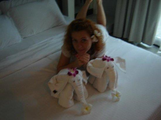 โรงแรมซีทรู บาย เดอะ ซายน์: Пупуська и слоники)