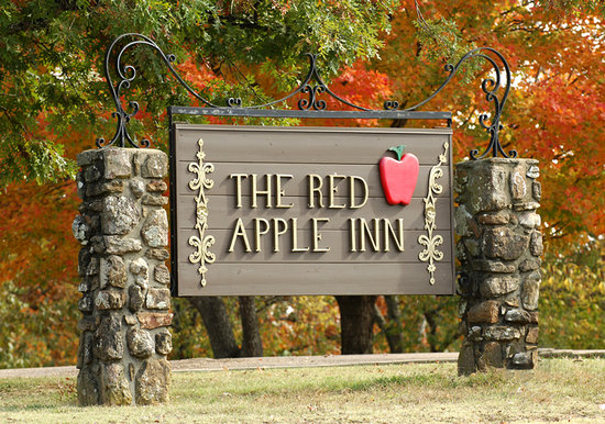 Red Apple Inn and Country Club: Main Sign
