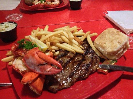 The Lobster Dock: Steak an grilled lobster