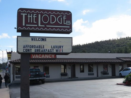 The Lodge On Route 66: Lobby