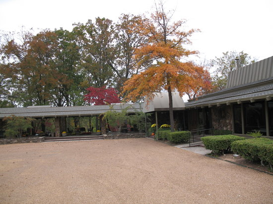 Red Apple Inn and Country Club: Front view of The Red Apple Inn