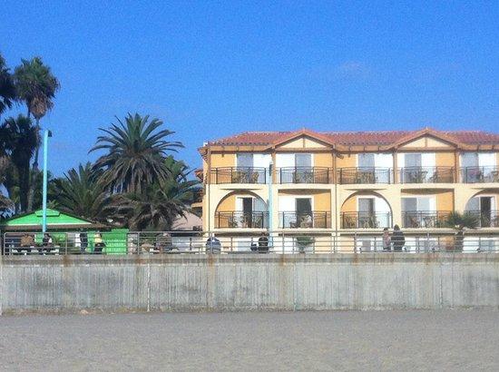 Ocean Park Inn: this was the view from the beach