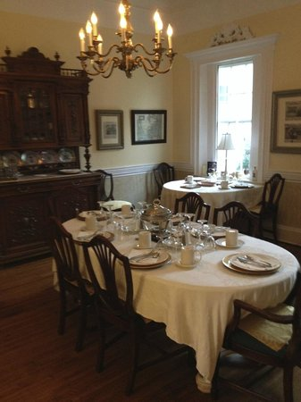 Bashford Manor Bed and Breakfast: Dining Room