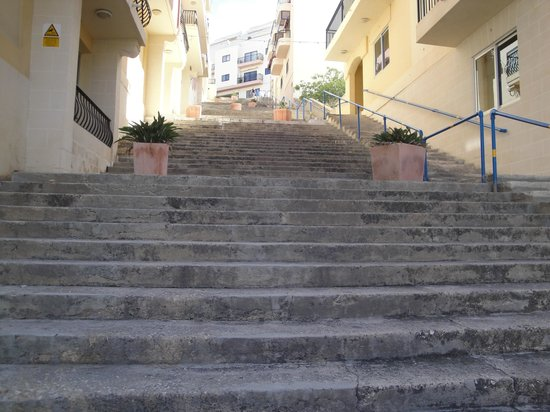 Pergola Hotel & Spa: Steps leading up to reception - or you can always take the lift of course
