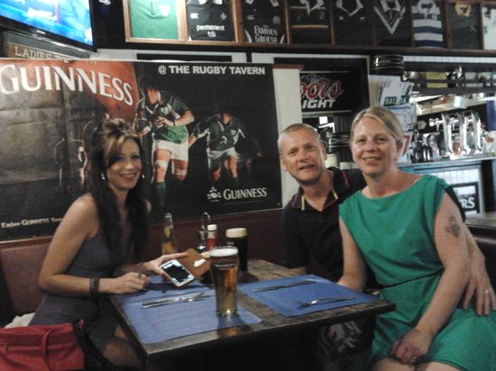 Rugby Tavern: family getting ready to eat