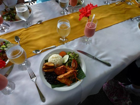 Puntarenas Private Tours: Lunch is served!