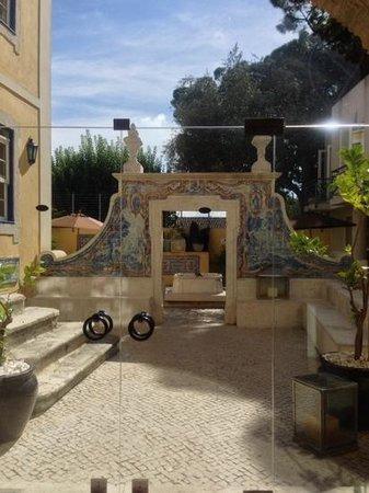 Solar Do Castelo: courtyard