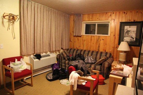 River's Edge Motel: Room