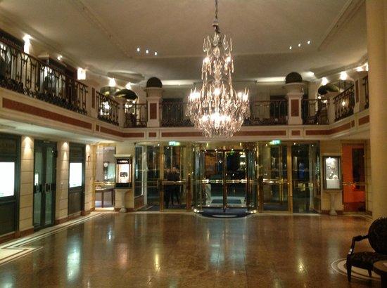 Bayerischer Hof Hotel: Lobby