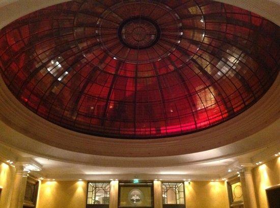 Bayerischer Hof Hotel: Kuppel über der Bar