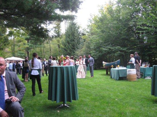 Beaverkill Valley Inn : Cocktail hour on the lawn