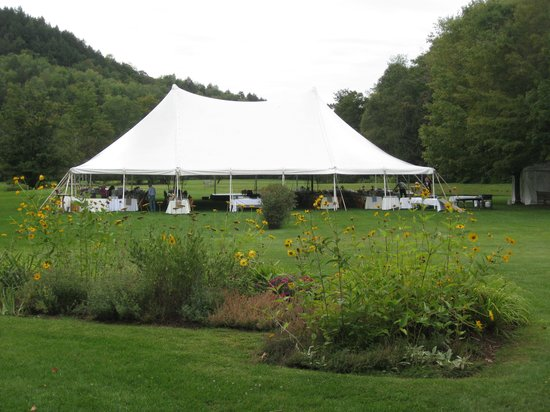 Beaverkill Valley Inn : Our tent on the lawn