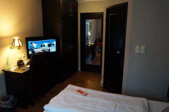 TRYP by Wyndham Munich North: small room