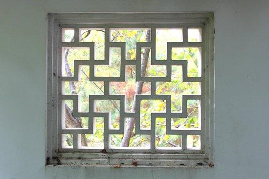 New York Chinese Scholar's Garden : Window