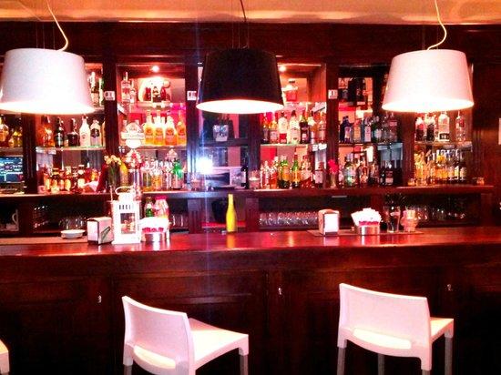 Manhattan Cafe: Barra