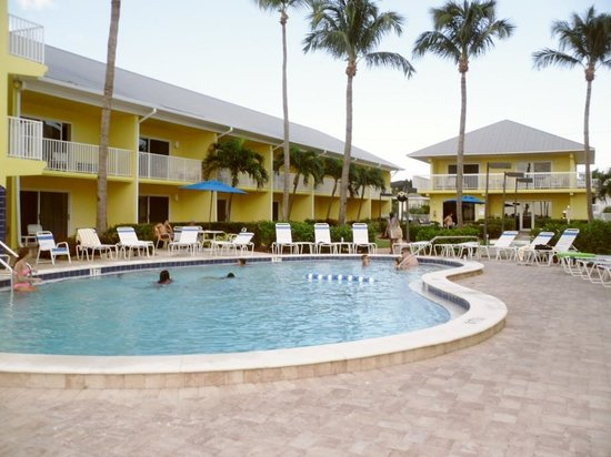 Sandpiper Gulf Resort: Day at the pool