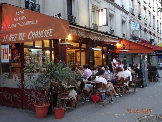 Le Rez de Chaussee: Relaxing in the sun