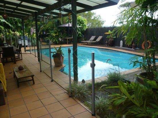 Tantarra Bed & Breakfast: Pool area towards the rear of the property
