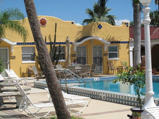 Gulf Tides Inn : Outside view