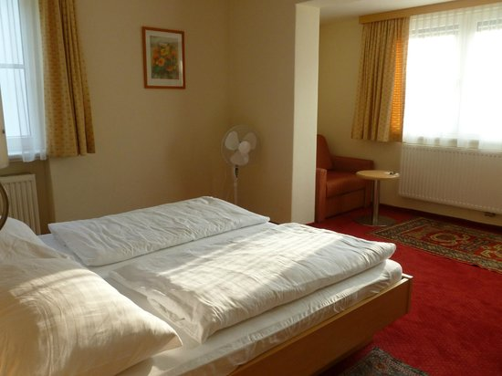 Pension Katrin: Bedroom and sitting area