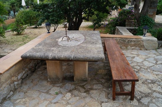 El Encinar de Arta : Various seating scattered around the grounds