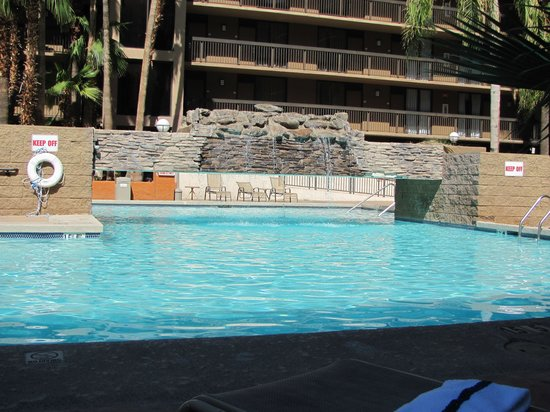Holiday Inn Phoenix - Mesa/Chandler: pool area