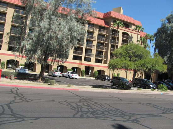 Holiday Inn Phoenix - Mesa/Chandler: a side view of the building