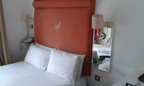 The Brunswick Hotel: comfy with white sheets and duvet