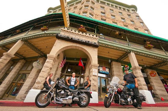 1905 Basin Park Hotel: Bikes Welcome