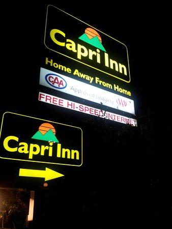 Capri Inn: Returning from dinner