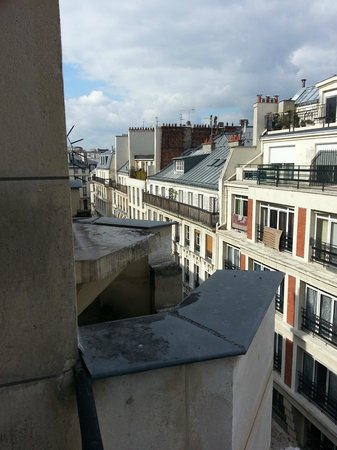 Mercure Paris Opera Faubourg Montmartre: View from our room