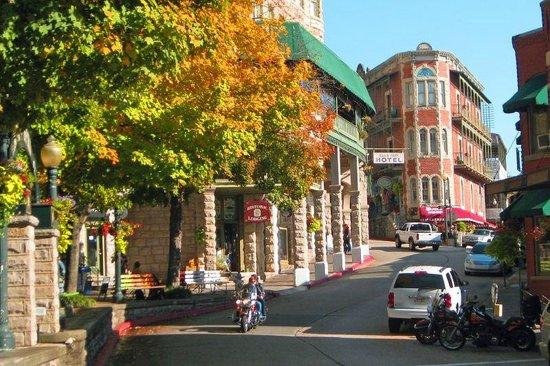 1905 Basin Park Hotel: Spring Street autumn