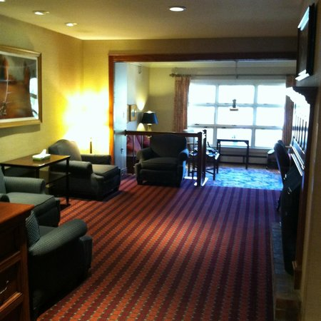 Grey Fox Inn & Resort: Long, comfy lobby area
