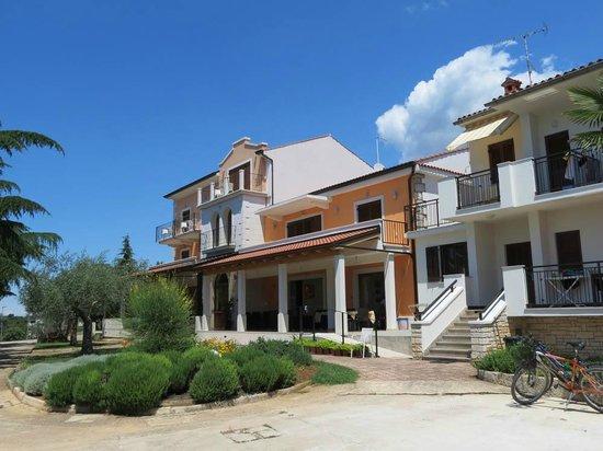 Villa Dobravac: Front of hotel