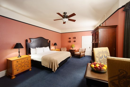 1905 Basin Park Hotel: Superior King Room
