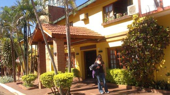 Los Helechos: Frente de la hosteria