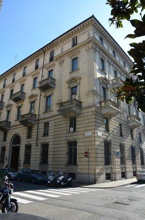 Artua & Solferino : L'entrata dell'hotel di giorno.