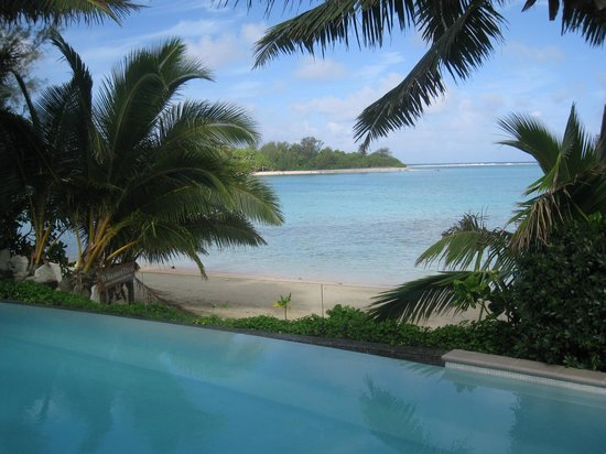 Te Vakaroa Villas: Poolside View Over Lagoon
