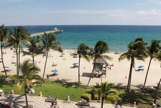 Wyndham Deerfield Beach Resort: View from 5th floor Oceanview Room