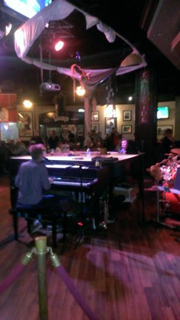 The Derby Deli & Dueling Piano Bar: Piano Bar - Fun Night Out
