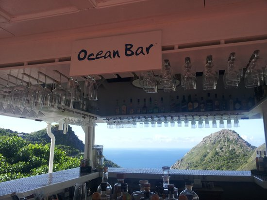 Queen's Gardens Resort & Spa : Ocean Bar