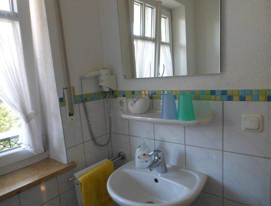 Hotel Eichinger: Dusche / WC