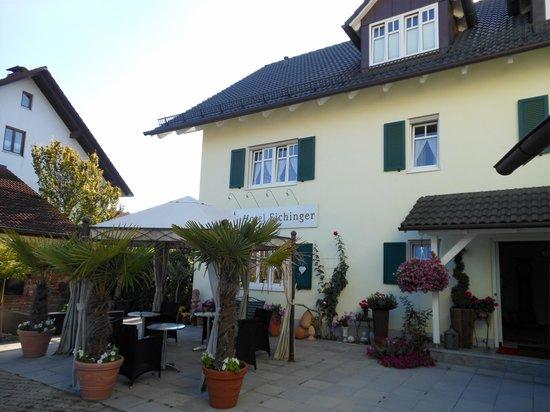 Hotel Eichinger: Gemütliche Sitzgruppe vor der Pension