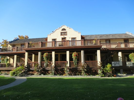 Cobblestone Wine bar @ Heritage Inn & Spa: Exterior View of the Inn